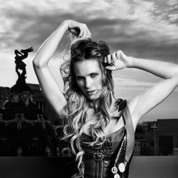 Vanesa romero en una fotografía en blanco y negro para Lanne Magazine