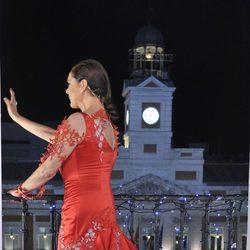Isabel Pantoja saluda al público de la Puerta del Sol