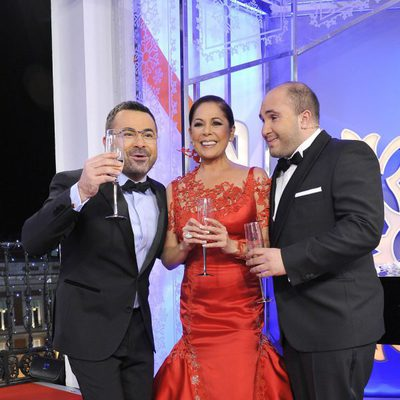 Jorge Javier Vázquez, Isabel Pantoja y Kiko Rivera dando las Campanadas en Telecinco