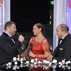 Jorge Javier Vázquez cantando con Isabel Pantoja durante las Campanadas 2011