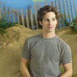 Connor Paolo en la foto promocional de la serie 'Revenge'