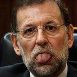 Mariano Rajoy con la lengua fuera