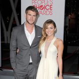 Liam Hemsworth y Miley Cyrus en los People's Choice Awards 2012