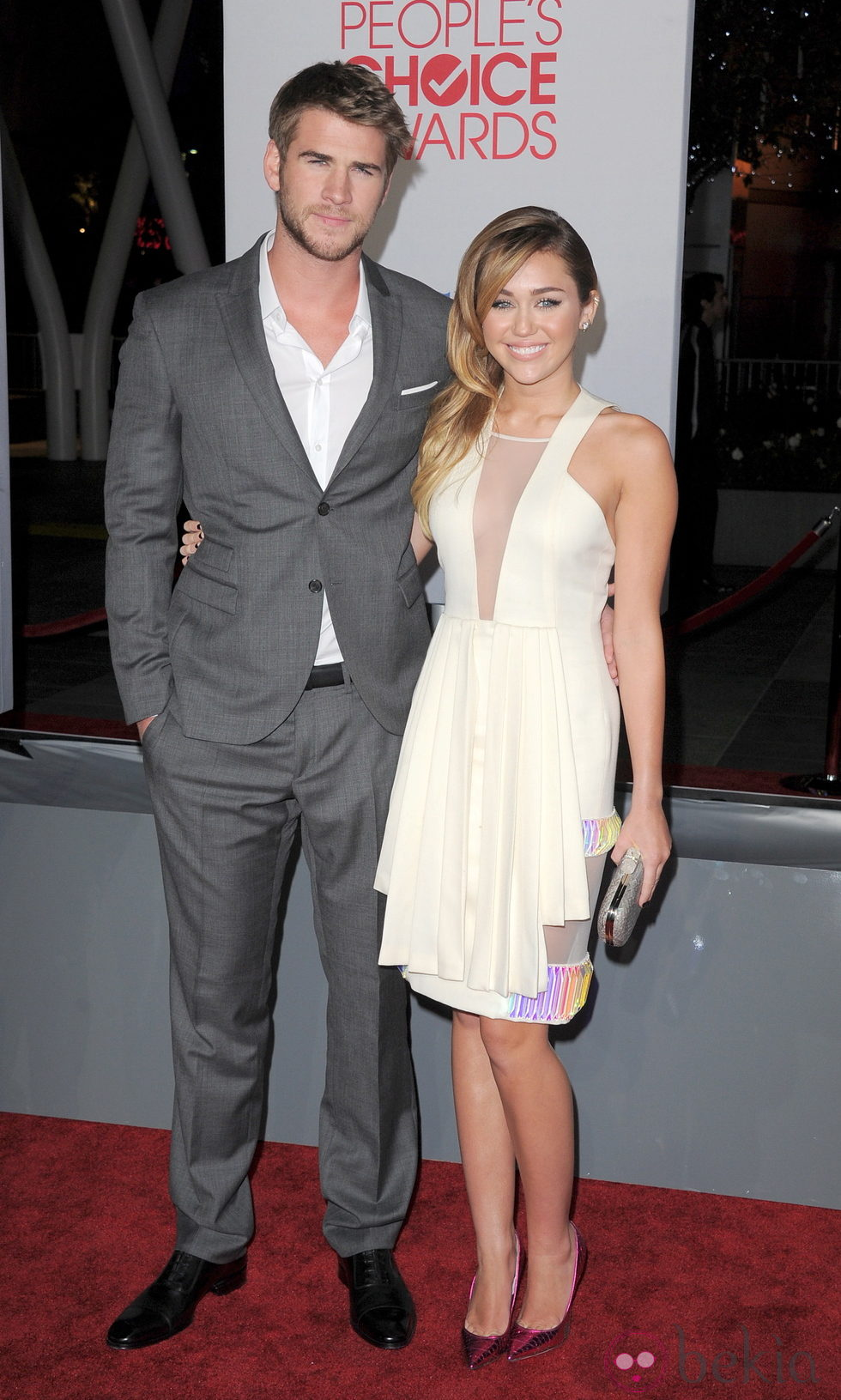 Liam Hemsworth y Miley Cyrus en los People's Choice Awards 2012