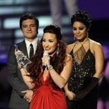 Demi Lovato recibe un premio en los People's Choice Awards 2012