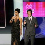 Vanessa Hudgens y Josh Hutcherson en la gala de los People's Choice Awards 2012