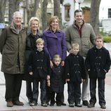 Juan Urdangarín, Claire Liebaert, los duques de Palma y sus cuatro hijos en Vitoria