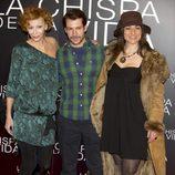 Elisa Matilla, Alejandro Albarracín e Isabel Serrano en el estreno de 'La chispa de la vida'
