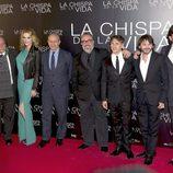 El director, los actores y el ministro de Cultura en el estreno de 'La chispa de la vida'