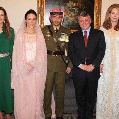 La Reina Rania, el Rey Abdalá y la Reina Noor con los Príncipes Hamzah y Basma en su boda