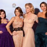 Reparto femenino de la comedia 'Modern Family' en los Globos de Oro 2012
