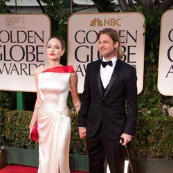 Angelina Jolie y Brad Pitt en la alfombra roja de los Globos de Oro 2012