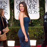 Sofía Vergara posando en la alfombra roja de los Globos de Oro 2012