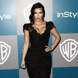 Kim Kardashian en la fiesta organizada por Warner Bros tras los Globos de Oro 2012