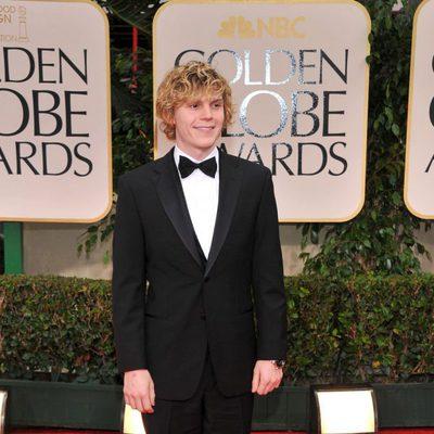 Evan Peteres en la alfombra roja de los Globos de Oro 2012