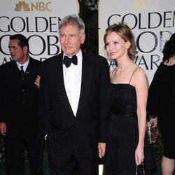 Harrison Ford Y Calista Flockhart en la alfombra roja de los Globos de Oro 2012