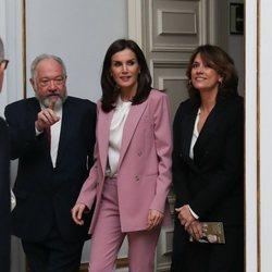 La Reina Letizia cerrando su agenda oficial de 2019 visitando una exposición en el Palacio Real