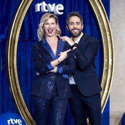 Anne Igartiburu y Roberto Leal presentando la programación especial de Navidad de RTVE
