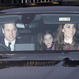 El Príncipe Guillermo, Kate Middleton y la Princesa Carlota en el almuerzo prenavideño 2019 en Buckingham Palace