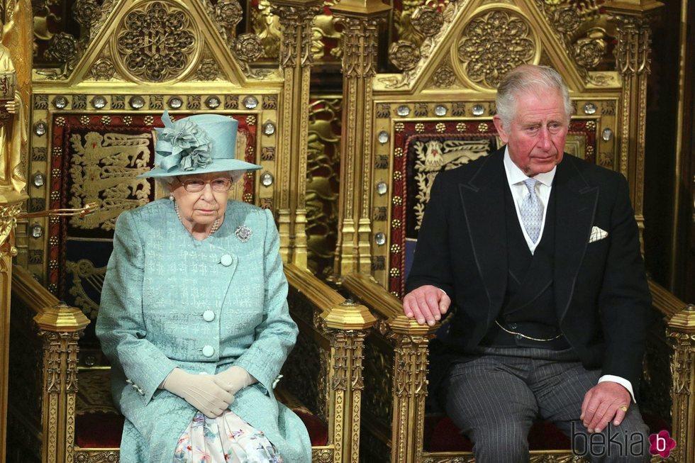 La Reina Isabel y el Príncipe Carlos en la Apertura del Parlamento