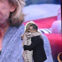 Mila Ximénez y Jorge Javier Vázquez abrazándose en 'GH VIP 7'