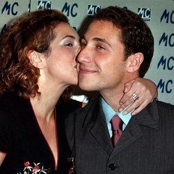 Rocío Carrasco y Antonio David besándose en un evento