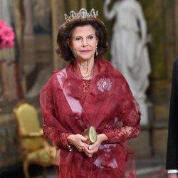 La Reina Silvia de Suecia con la Tiara Connaught durante una recepción