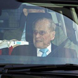 El Duque de Edimburgo abandonando el hospital tras 4 días ingresado