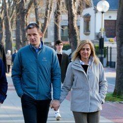 La Infanta Cristina e Iñaki Urdangarin paseando por Vitoria cogidos de la mano