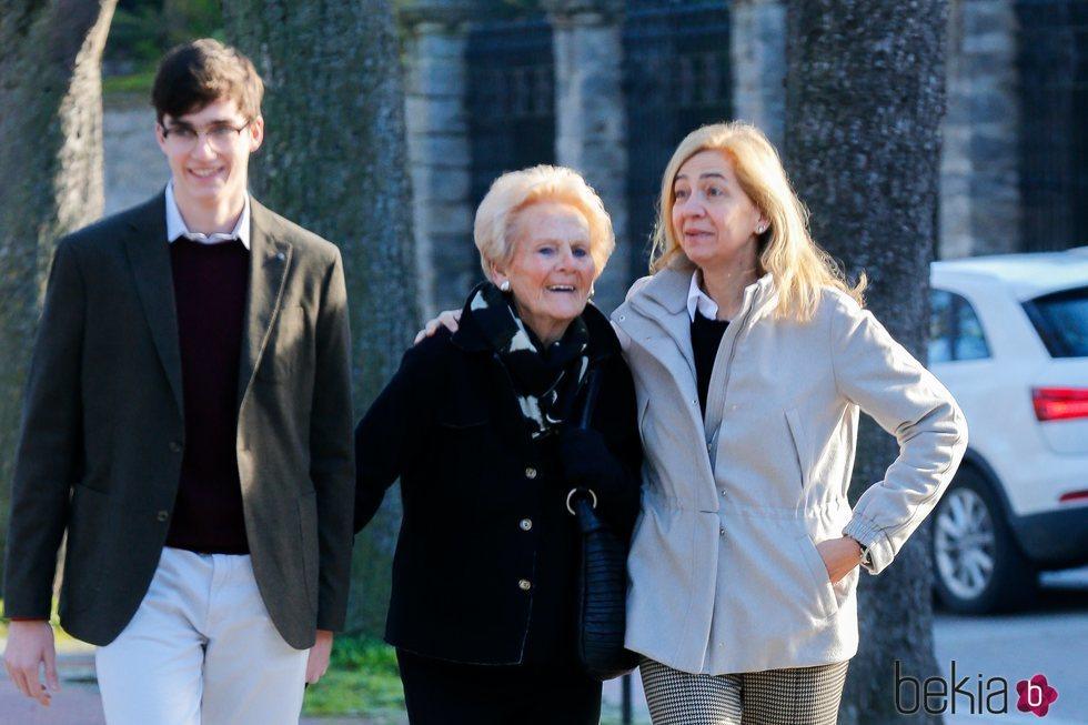 La Infanta Cristina paseando por Vitoria con Pablo Urdangarin y Claire Liebaert