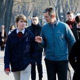 Iñaki Urdangarin charlando con Miguel Urdangarin durante un paseo por Vitoria en Navidad 2019