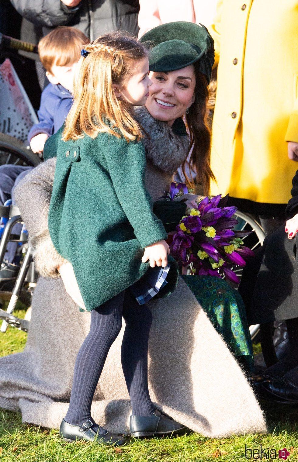 Kate Middleton con la Princesa Carlota en la Misa de Navidad 2019