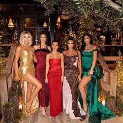 Khloe Kardashian, Kendall Jenner, Kourtney Kardashian, Kim Kardashian y Kylie Jenner celebrando Nochebuena 2019