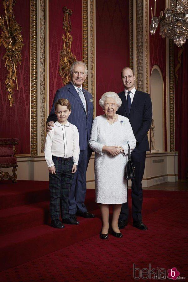 La Reina Isabel, el Príncipe Carlos, el Príncipe Guillermo  y el Príncipe Jorge en la felicitación de Año Nuevo 2020