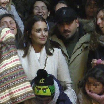 David Bustamante y Paula Echevarría viendo juntos la Cabalgata de Reyes 2020