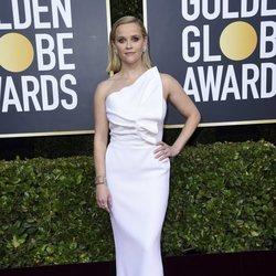 Reese Witherspoon en la alfombra roja de los Globos de Oro 2020
