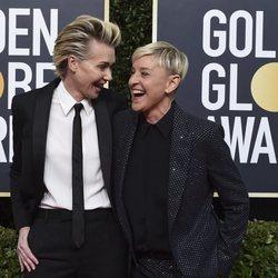 Portia de Rossi y Ellen DeGeneres en la alfombra roja de los Globos de Oro 2020