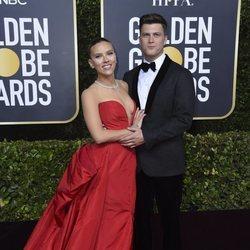 Scarlett Johansson y Colin Jost en la alfombra roja de los Globos de Oro 2020