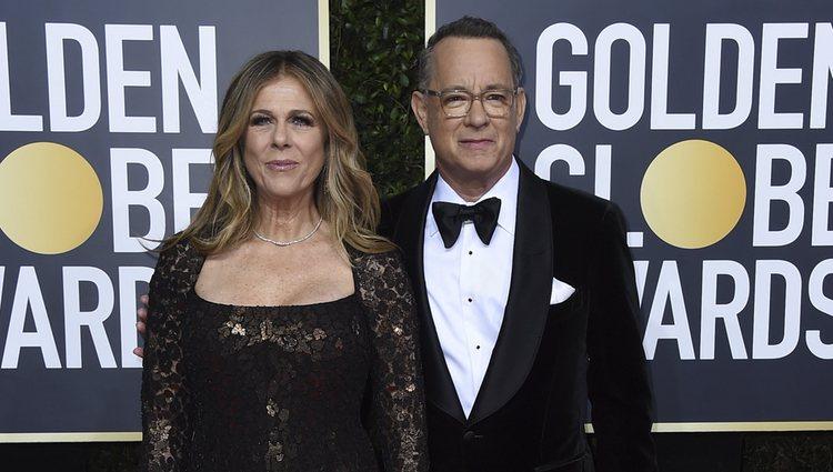 Tom Hanks y Rita Wilson en la alfombra roja de los Globos de Oro 2020