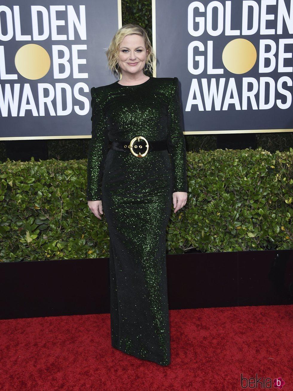 Amy Poehler en la alfombra roja de los Globos de Oro 2020