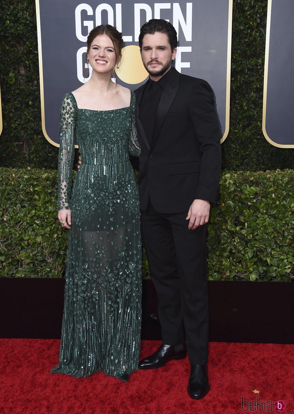 Rose Leslie y Kit Harington en la alfombra roja de los Globos de Oro 2020