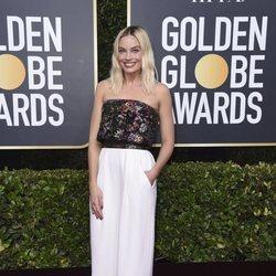 Margot Robbie en la alfombra roja de los Globos de Oro 2020
