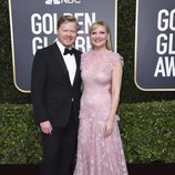 Kirsten Dunst y Jesse Plemons en la alfombra roja de los Globos de Oro 2020