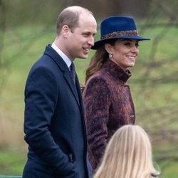 Kate Middleton con el Príncipe Guillermo en un servicio religioso tras celebrar su 38 cumpleaños