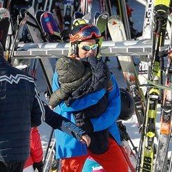 David Bisbal con su hijo Matteo en la nieve