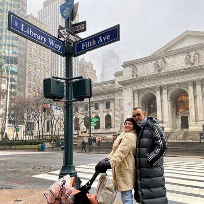 Laura Escanes y Risto Mejide con su hija Roma en Nueva York