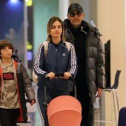 Risto Mejide con Laura Escanes, su hijo Julio y su hija Roma volviendo de Nueva York