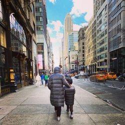 Risto Mejide paseando con su hijo Julio por Nueva York