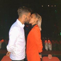 Gloria Camila Ortega y David confirmando su relación con un beso