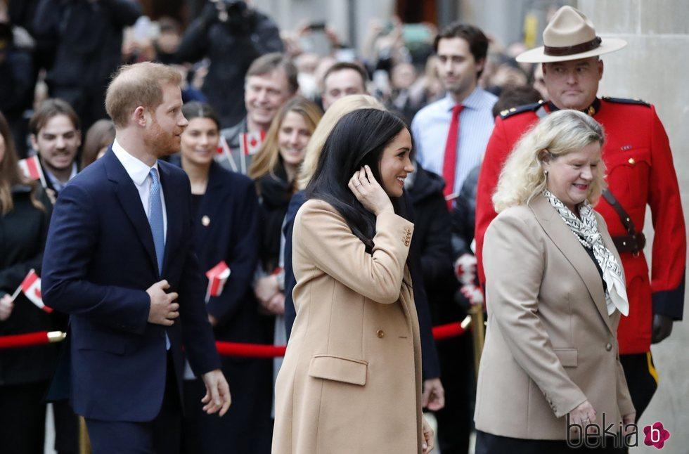 El Príncipe Harry y Meghan Markle con la Alta Comisionada de Canadá en Reino Unido